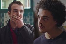 Kévin apprend que Baptiste trompe Emma: «T'es un enfoiré!»