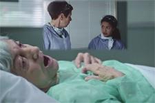Mila fait un terrible aveu à Babeth devant le corps de Madame Petitspas!