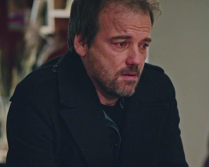 Plus belle la vie Indiscrétion : Jean-Paul débarque en pleurs chez Abdel