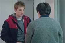 Plus belle la vie en avance : Les propos indécents de Luis à Tom : « C'était de la baise ! »