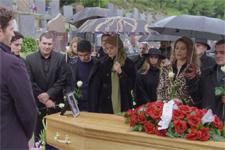 Plus belle la vie en avance : Un enterrement sous haute surveillance !
