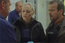 Irina et Jean-Paul tentent de retrouver l'agresseur de Luna!