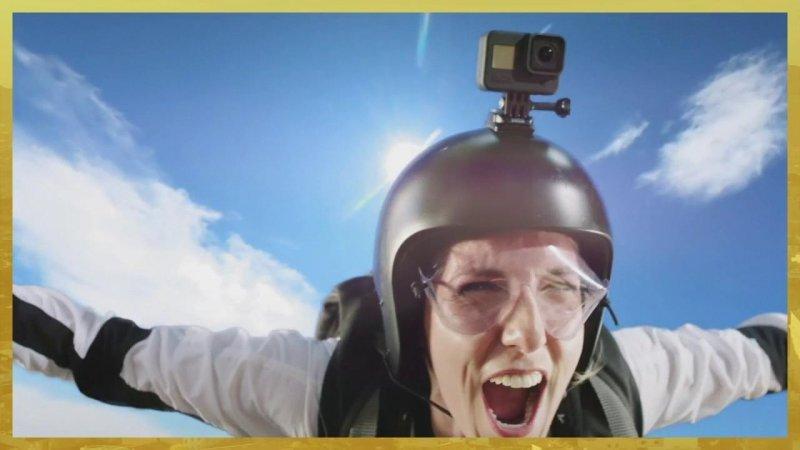 Plus belle la vie Indiscrétion : Le saut en parachute d'Emma, Barbara, Baptiste et César