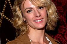 Sara Mortensen (Coralie) regarde-t-elle Plus belle la vie depuis son départ ?