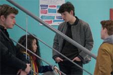 EXCLUSIF ! Un nouvel élève perturbe la petite bande du lycée !